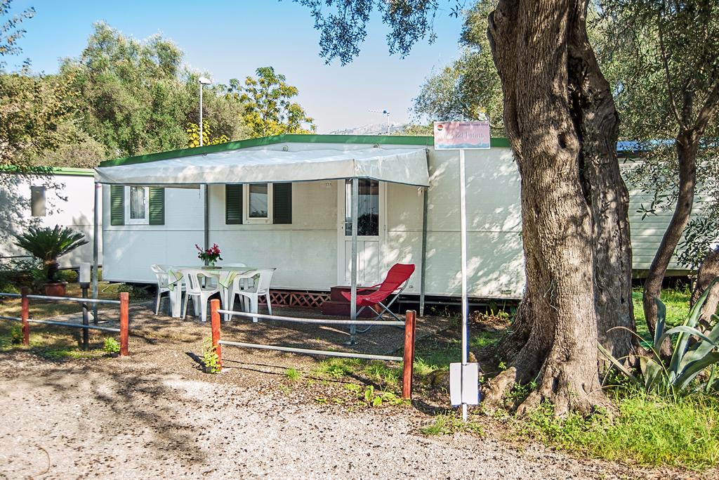 Casette max. 6 posti con bagno, cucina e veranda. Dettaglio interno. Camping Europa Unita Village: per una vacanza in riva al mare (bandiera blu 2016), sulla fantastica costa cilentana di Villammare-Vibonati