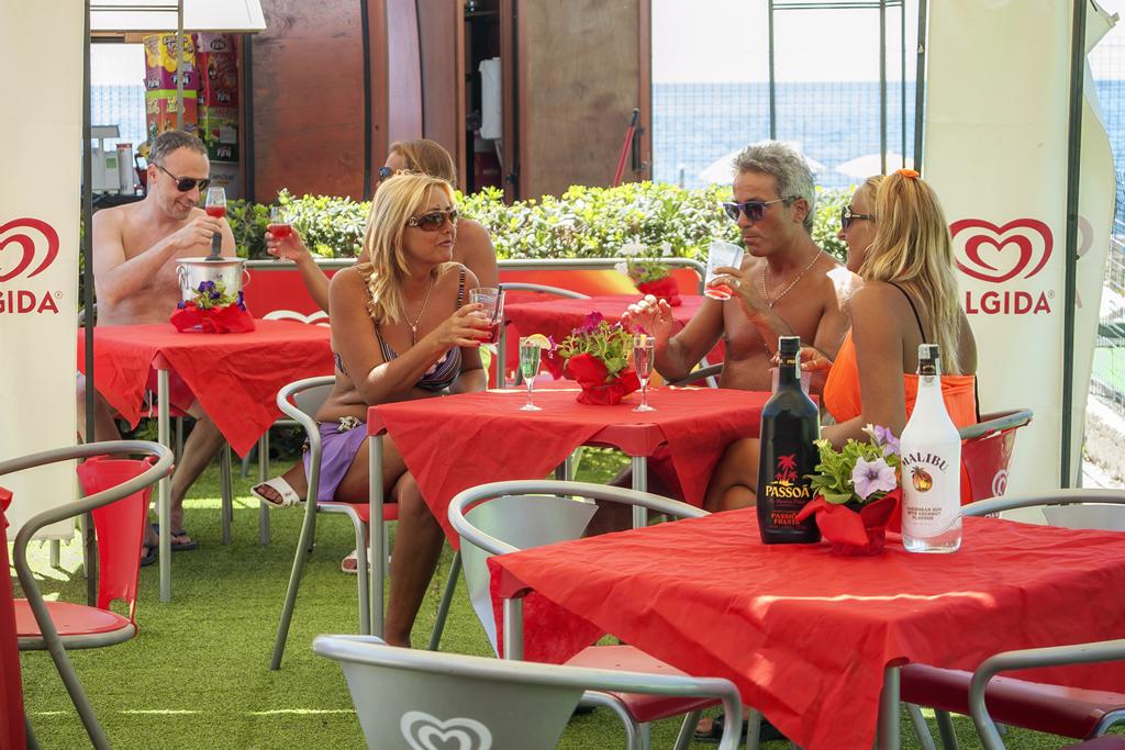 Cucina tipica regionale, vera pizza napoletana e ampio bar con terrazza e chioscoall'ingresso della spiaggia privata - sul mare bandiera blu 2016 di Villammare Vibonati (SA) - al Ristorante Pizzeria Bar Solemare del camping village Europa Unita