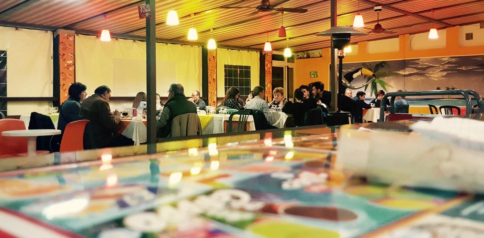 Cucina tipica regionale, vera pizza napoletana e ampio bar più terrazza all'ingresso della spiaggia privata - sul mare bandiera blu 2016 di Villammare Vibonati (SA) - al Ristorante Pizzeria Bar Solemare del camping village Europa Unita